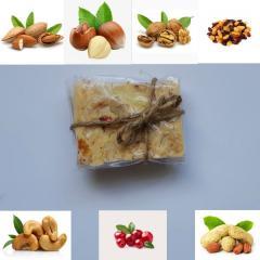 смесь орехов с сухофруктами