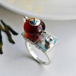 Кольцо с темным янтарем