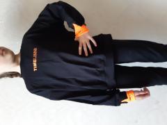 черный с оранжевым