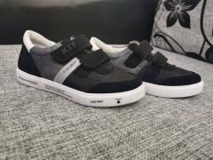 бело-серо-черный
