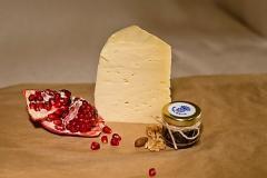 Монкле́р Класси́к —сыр полутвёрдый, выдержанный